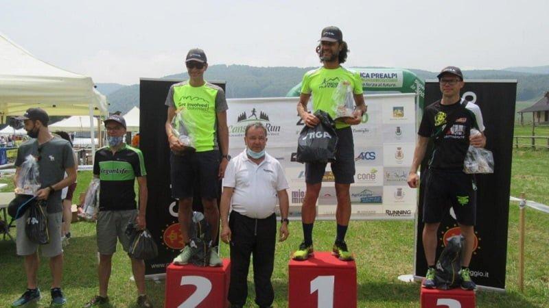 Questa immagine ha l'attributo alt vuoto; il nome del file è Cansiglio-Run_b_Il-podio-della-42-km.jpg