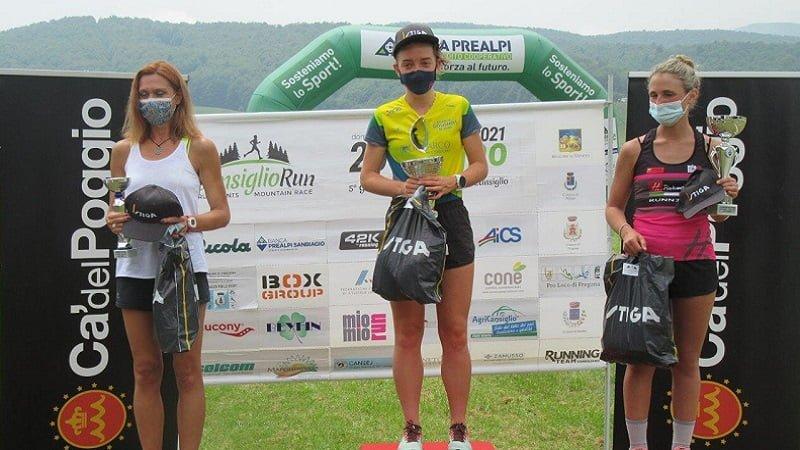 Questa immagine ha l'attributo alt vuoto; il nome del file è Cansiglio-Run_b_Il-podio-femminile-della-30-km.jpg